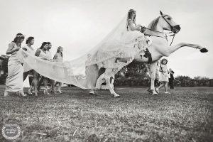 "Foto de: <a href=""https://fotografos-de-boda.net/porfolio/jorge-elisburu-natural-summer/"" target=""blank"">Jorge Elisburu - Natural Summer</a>"